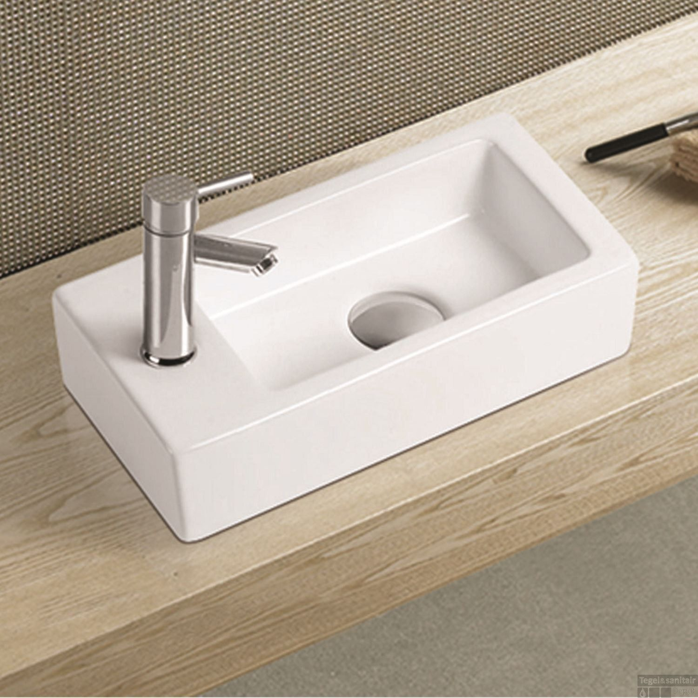 Mini Fontein Toilet.Fontein Wiesbaden Rhea Mini 36x18x9cm Kraangat Links Tegeldepot Nl