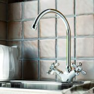 Keukenmengkraan Hotbath Amice 2-kruisgreep Draaibare Uitloop Chroom