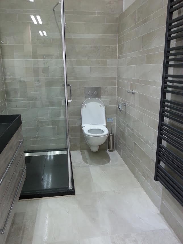 Badkamer Met Grijze Tegels: Badkamer grote tegels grijze pictures to ...